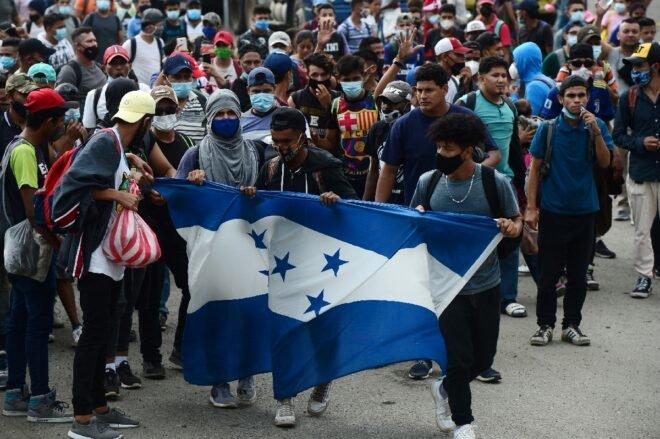 Migrantes hondureños desafían el coronavirus y emprenden travesía a EE.UU