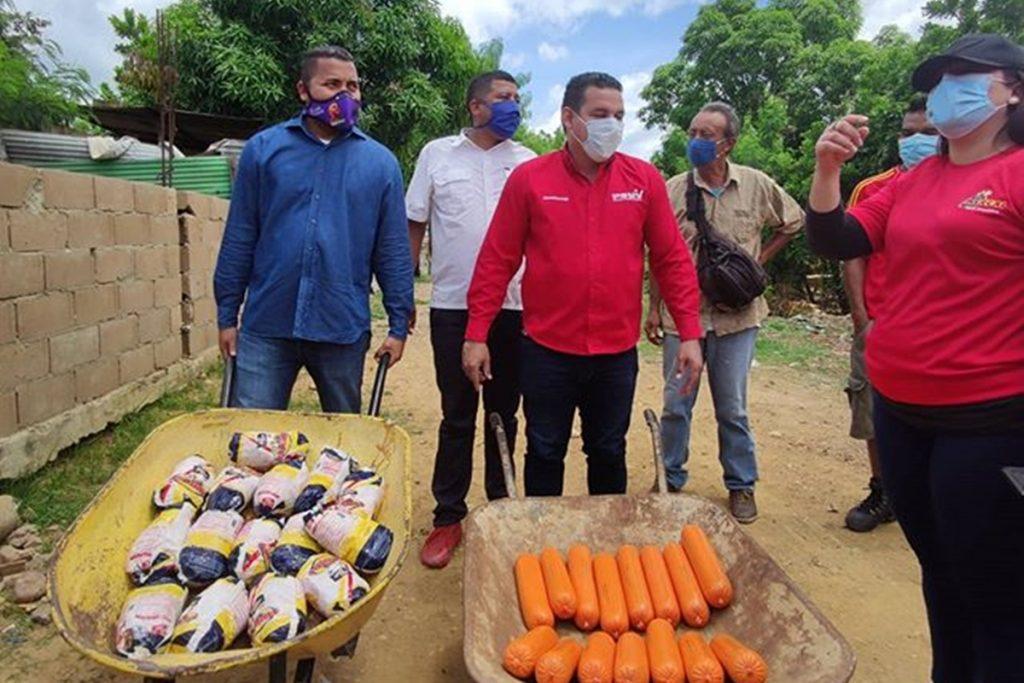 Dirigentes del PSUV critican a candidato chavista que entregó mortadela para hacer campaña