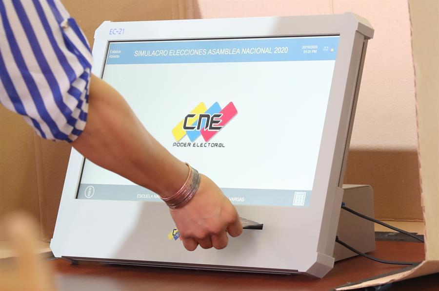 CNE presentara el 9 de octubre las nuevas máquinas de votación