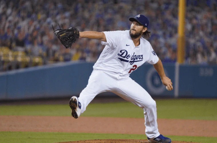 Clayton Kershaw ponchó a 13 y llevó a los Dodgers a la serie divisional