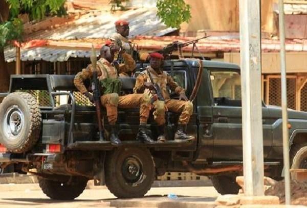 Mueren 25 desplazados en medio de un ataque de grupos yihadistas en Burkina Faso