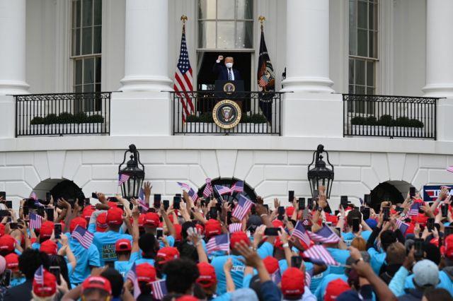 Trump aparece en primer acto público tras dar positivo por Covid-19