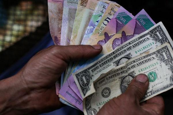 Maduro asegura que 85% de transacciones en el país son con divisas en efectivo.