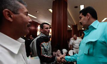 Arreaza confirma que Capriles se reunía con Maduro desde enero