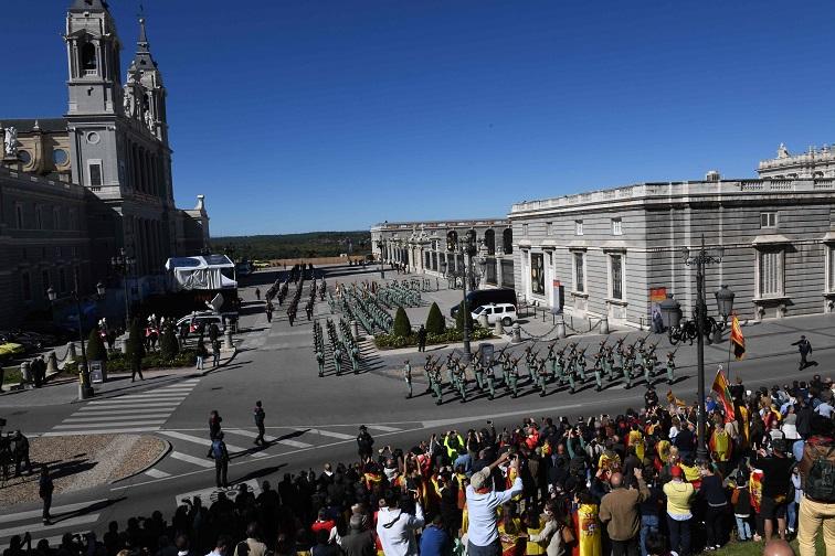 En España abuchean al Gobierno y aplauden al Rey en el acto de la Fiesta Nacional