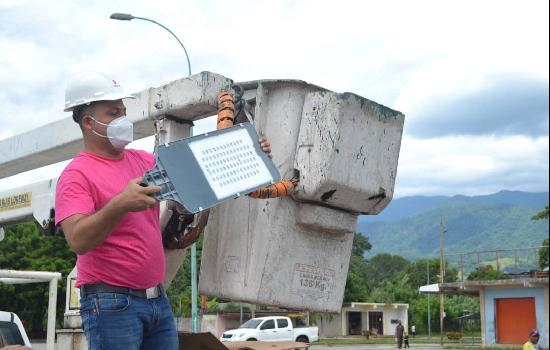 Inician colocación de 250 luminarias en tramo Marín- Las Tapias