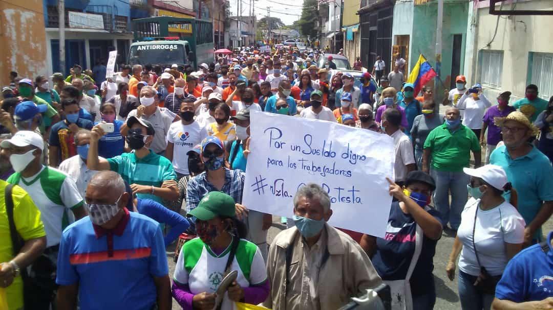 Maestros protestan por el reinicio de clases sin medidas de bioseguridad y bajos sueldos