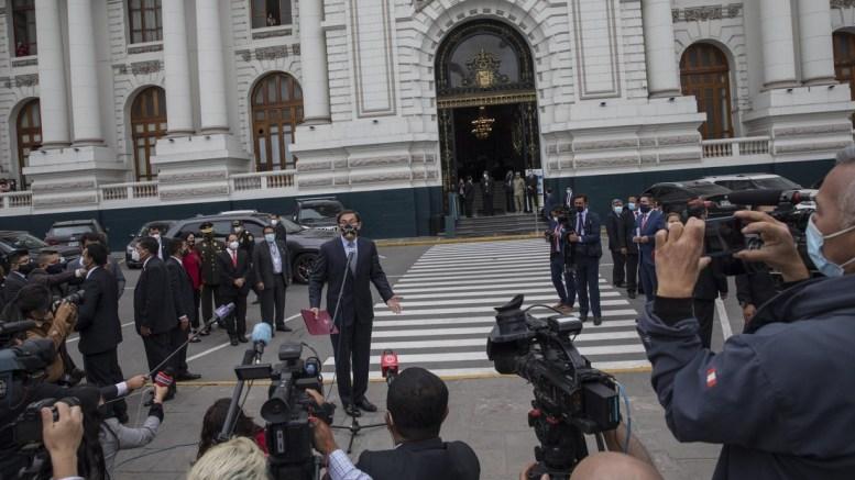 Congreso peruano destituye a Presidente Vizcarra