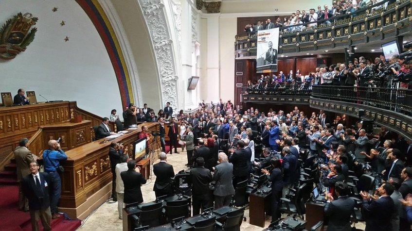 Ex diputados de la extinta Asamblea Nacional comenzaron a modificar sus perfiles en las redes