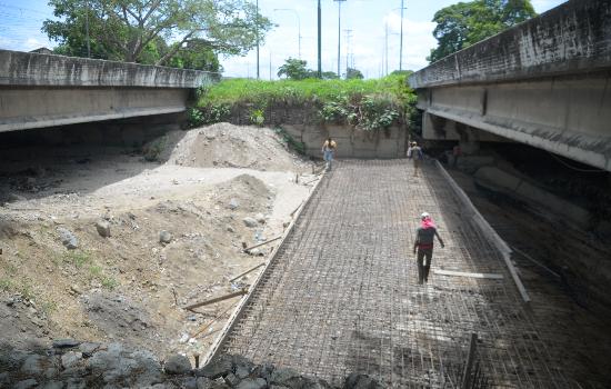 Gobierno de Yaracuy desarrolla trabajos de estabilización y protección hidráulica en Puente Savayo