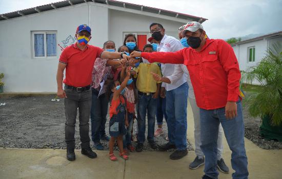"""Gobierno de Yaracuy entrega 30 nuevas viviendas en el urbanismo """"Victoria de Bolívar"""", en Aroa"""