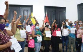 Gobernador León entregó ayudas sociales a once casos de salud