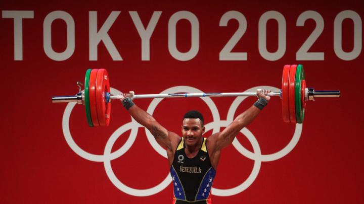 Pesista venezolano Julio Mayora alcanza la medalla de Plata en Tokio 2020